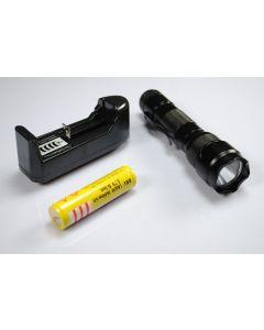Lyktene WF-502B XML-U2 LED lommelykt med 18650 batteri og lader