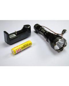UniqueFire UF-2190 Cree XM-L T6 3-modus Led lommelykt med 18650 batteri og lader